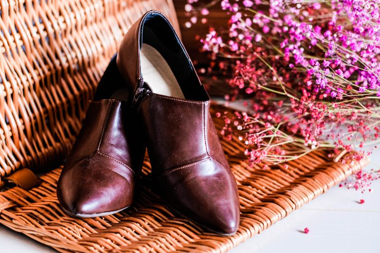 Outletshoes' chic brown boots